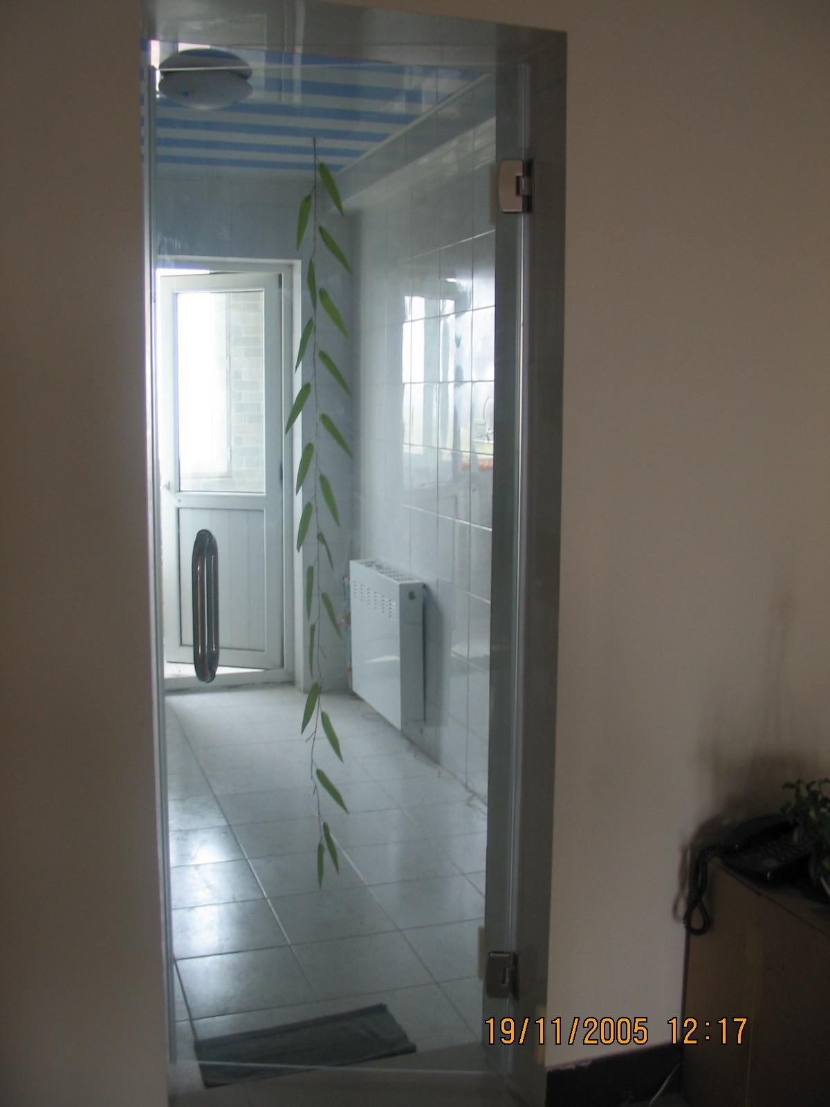 (有实际效果图)厨房和卫生间采用玻璃门是不错的不怕水,有没有同感