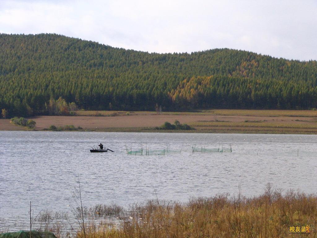 第一张,我们那的湖,莲花湖,也是发电站。第二张是我们镇,第三张是站在山上照的,全是今年过年照的!(空)-小雨沙沙