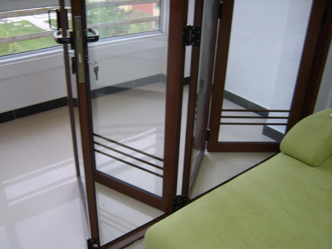 造型哑口和阳台折叠门图片